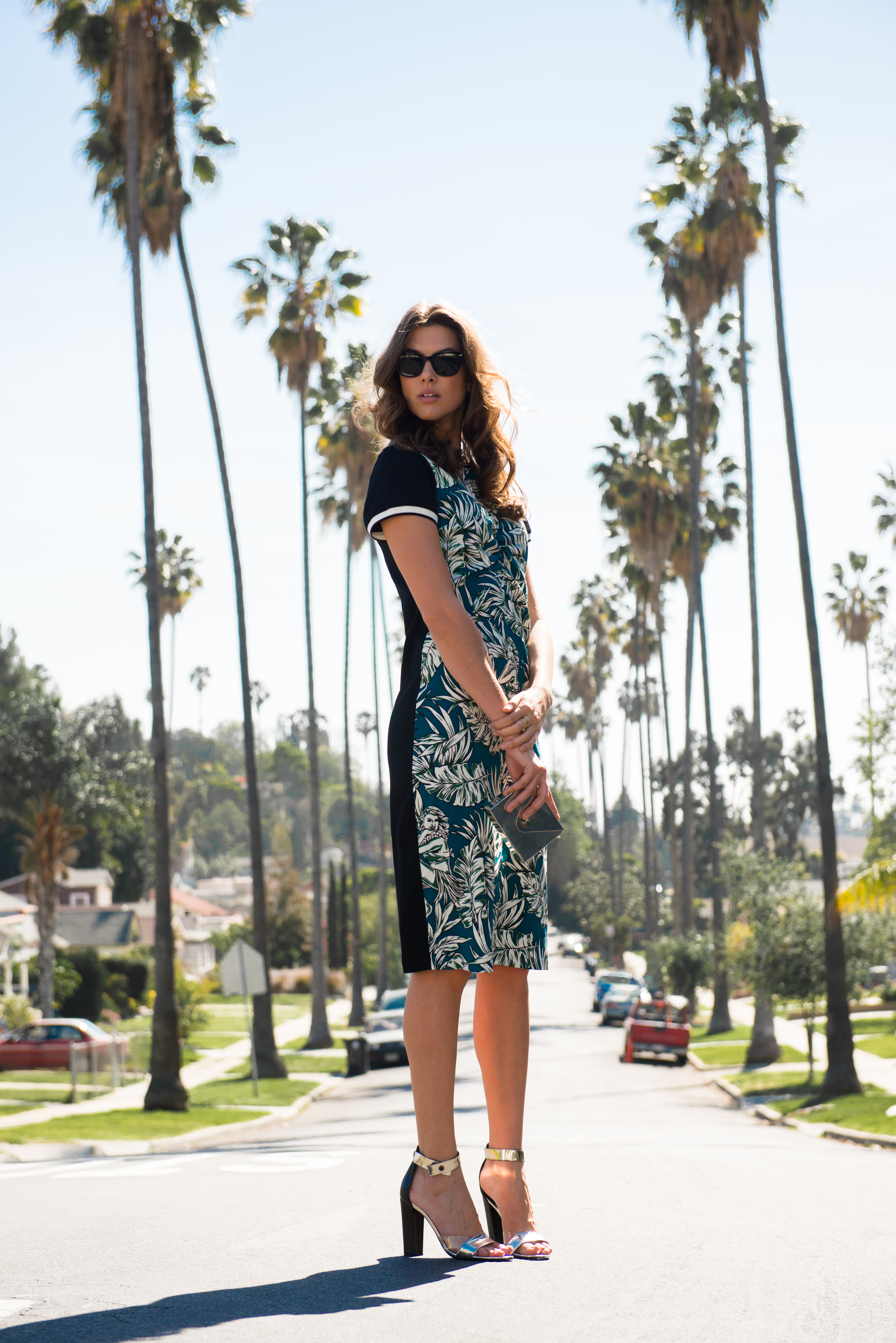 1c4ab90b905e Tropical prints are huge for spring and of course Zara is all over the  trend! I'm obsessed with this Hawaiian print dress. I love its  sophisticated length ...
