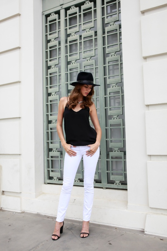 fedora. white jeans. Model. Street style.